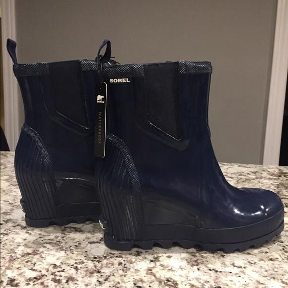 bfc702d4822 NWT Sorel Joan Rain Wedge Chelsea Gloss Boot NWT